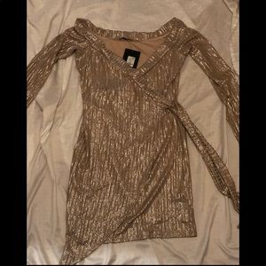 Golden the perfect holiday dress. Shrt lng sleeve.
